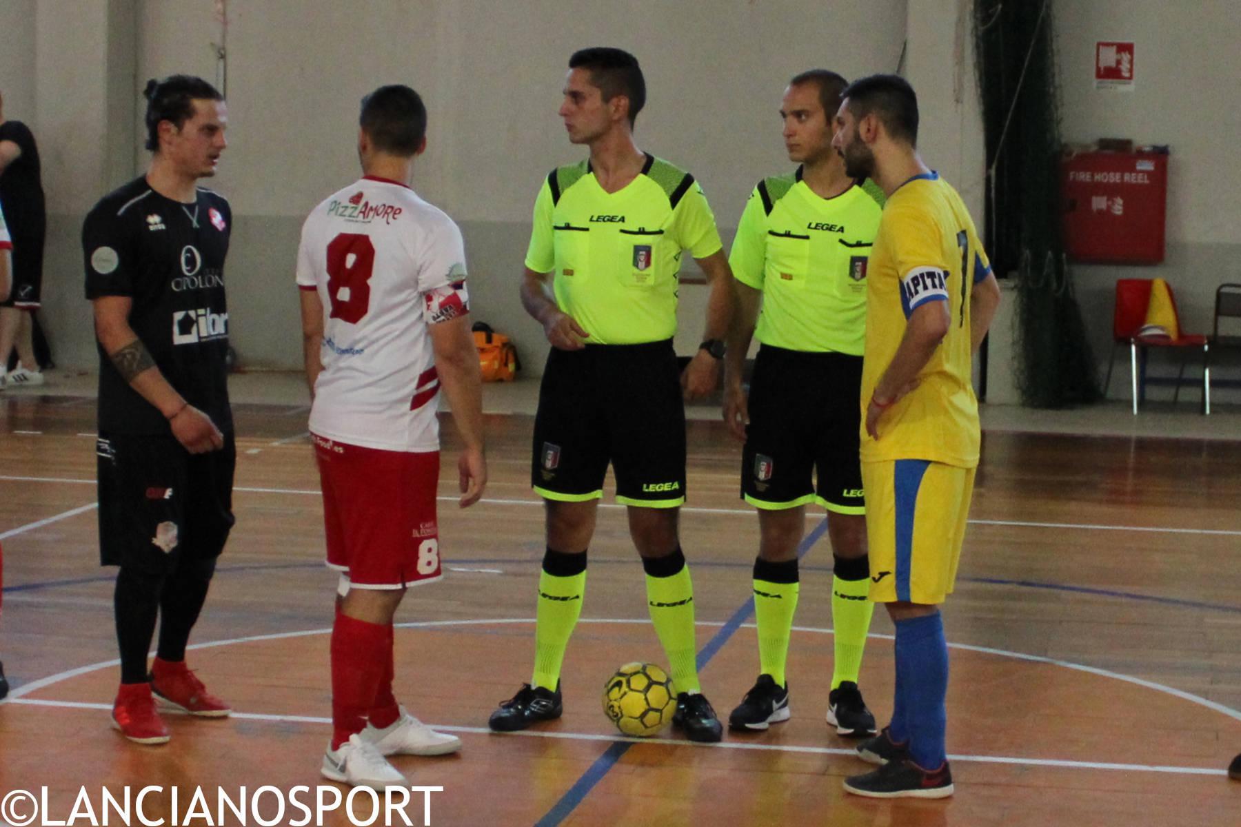 Lanciano-Vasto 6-1: i capitani Gaspari e Massimini prima della gara