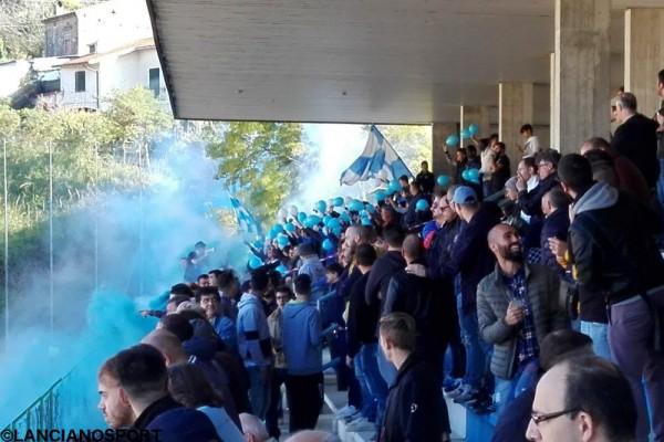 Il pubblico allo stadio Verì di San Vito Marina
