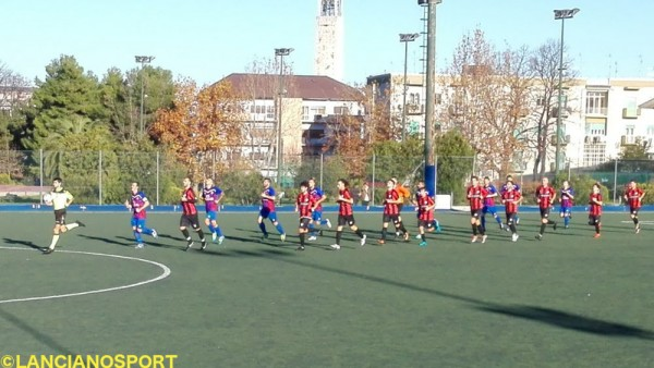 L'ingresso in campo delle due squadre