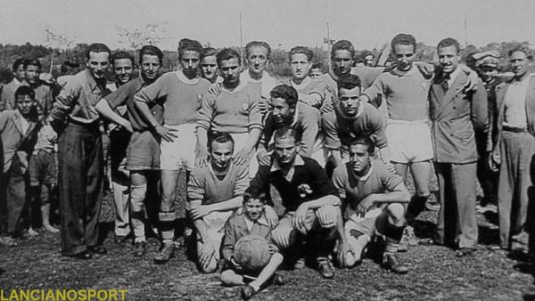 L'Ortona alla fine della stagione 1940-41: al centro nell'ultima fila si riconosce Baccilieri