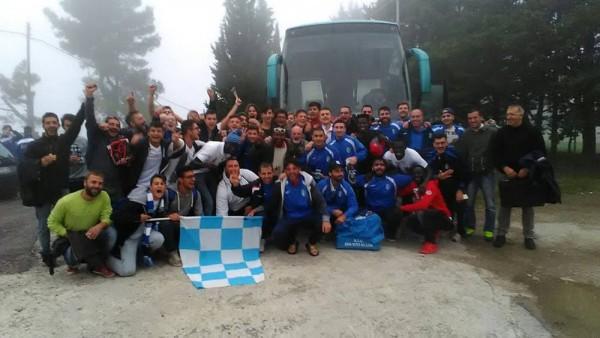 Tifosi e giocatori sanvitesi al ritorno dalla trasferta a Celenza sul Trigno