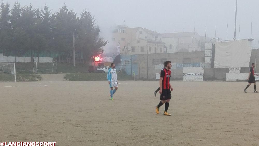 Tifosi in campo per festeggiare il gol: Lanciano multato